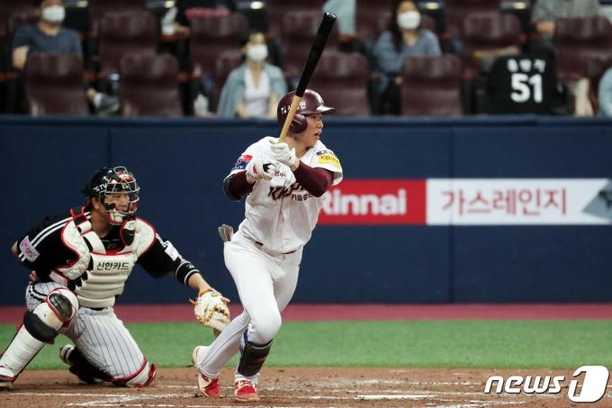 [사진] 1타점 적시타 날리는 키움 김혜성
