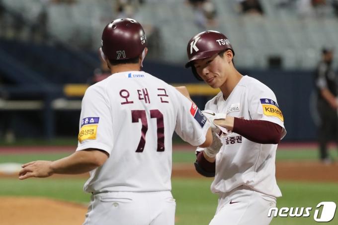 [사진] 선취 타점 날린 키움 김혜성