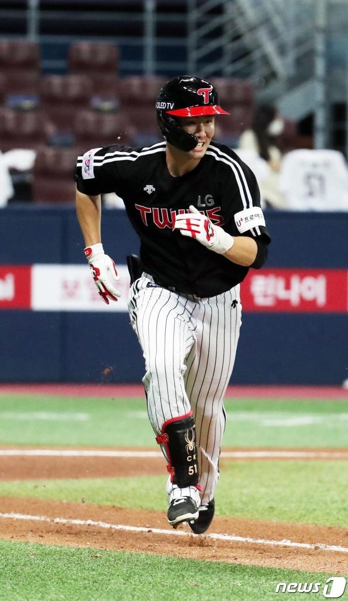 [사진] LG 홍창기 '역전이다!'