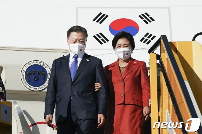문재인 대통령과 부인 김정숙 여사. (청와대 제공) 2021.6.14/뉴스1