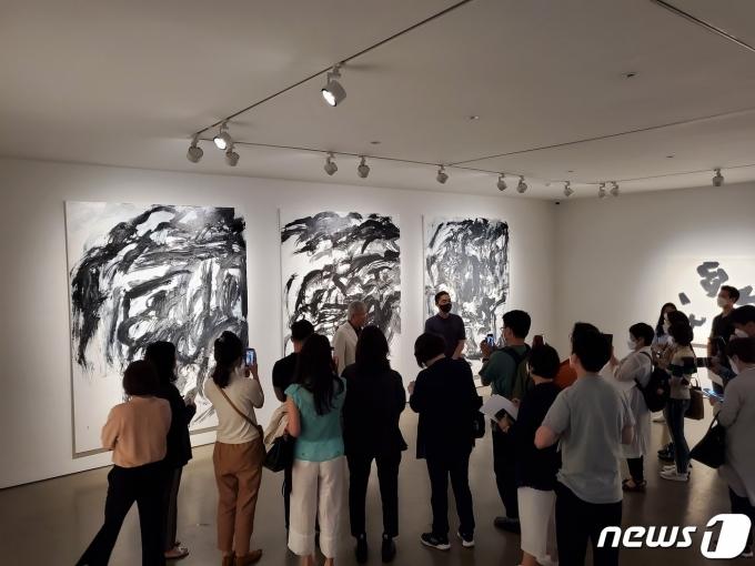 이강소 개인전 '몽유' 간담회 현장© 뉴스1