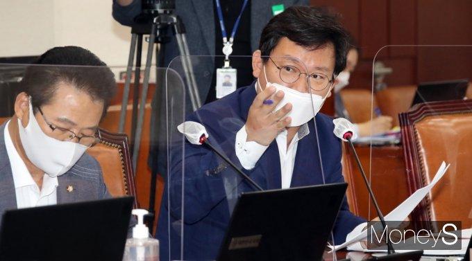[머니S포토] 대체공휴일 법제화 공청회, 질의하는 국민의힘 김형동