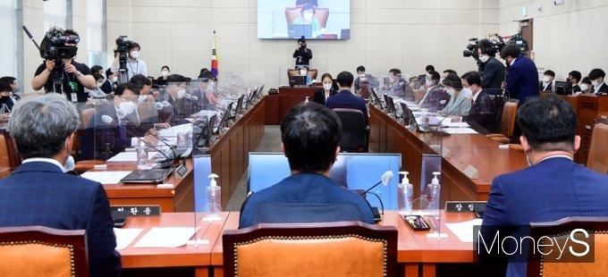 [머니S포토] 국회 행안위, 대체공휴일 적용 입법 공청회 개최 가운데...