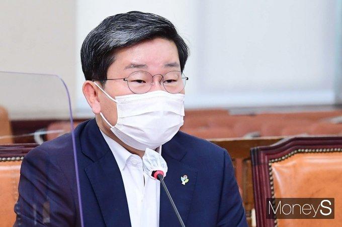 [머니S포토] 답변하는 전해철 행안부 장관