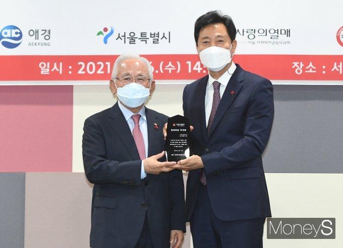 [머니S포토] 사랑의열매 명예회장 추대된 오세훈 서울시장