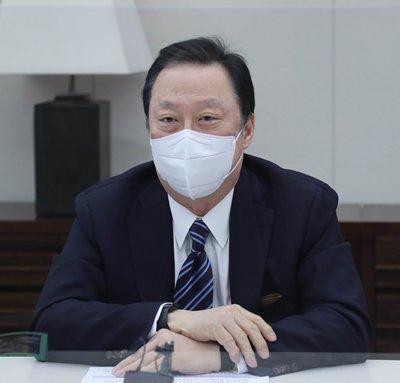 """박용만 """"자원 빈약한 한국, 대통령·기업 세일즈는 당연"""""""