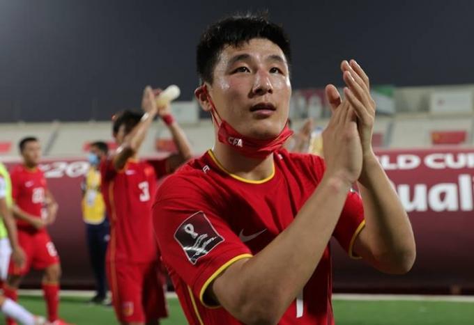 중국 대표팀 우레이가 지난 16일(한국시각) 2022 카타르월드컵 A조 최종전에서 시리아에 3-1로 승리한 후 월드컵 최종예선 진출을 자축하고 있다. /사진=로이터