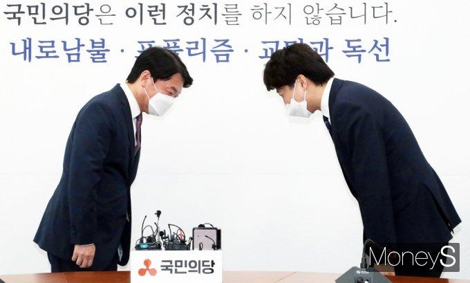 [머니S포토] 당대표로 만난 노원구민 이준석·안철수