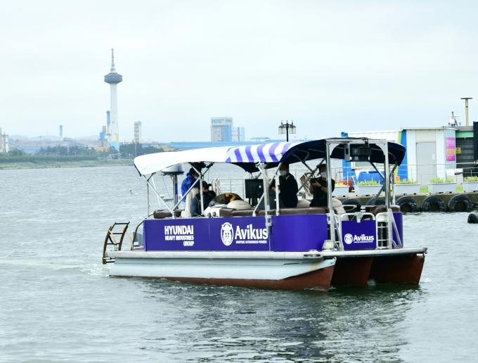현대중공업그룹의 선박 자율운항 전문 회사 아비커스는 16일 경북 포항운하 일원에서 '선박 자율운항 시연회'를 개최했다. /사진=현대중공업그룹