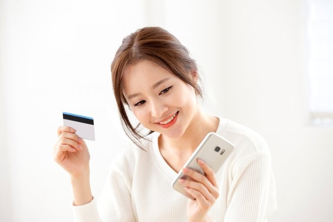 """""""빌려쓰고 할인도 받고""""… 신한·국민카드 렌털 '드라이브'"""