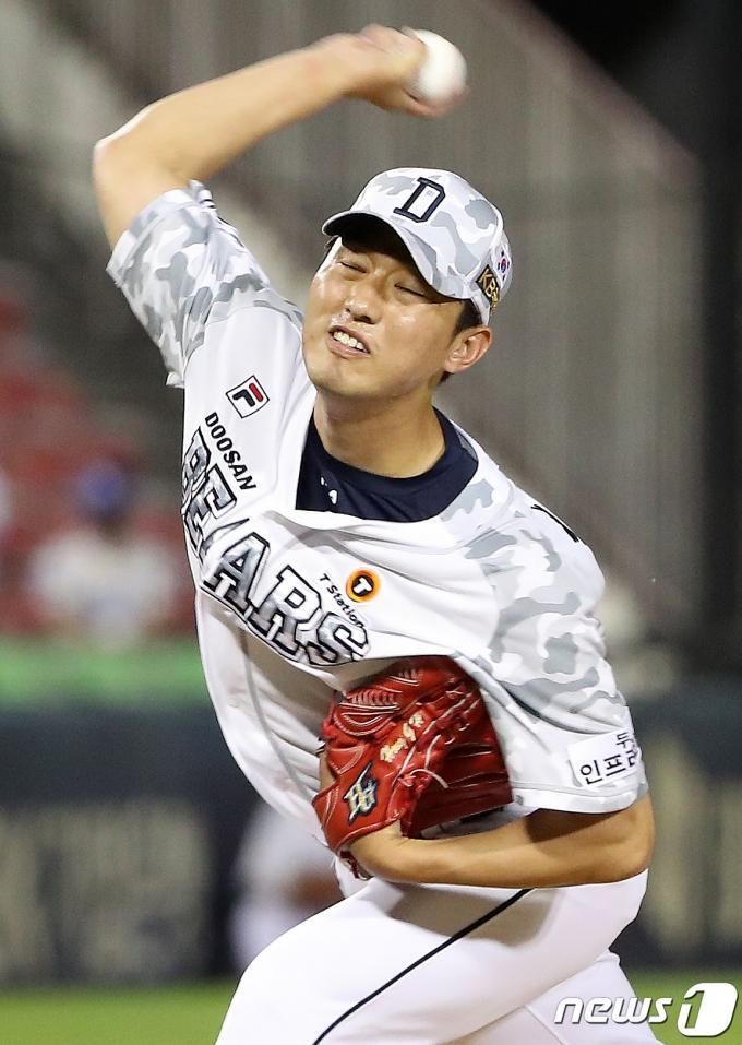 [사진] 역투하는 두산 마무리 홍건희