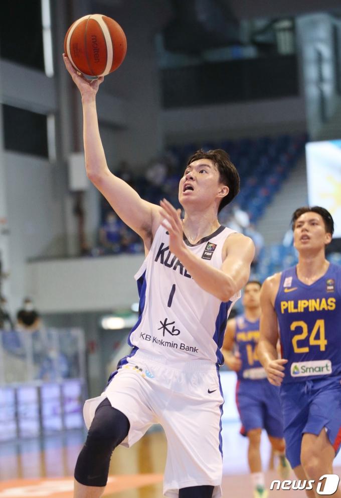[사진] 2021 FIBA 아시아컵 예선, 슛하는 이현중