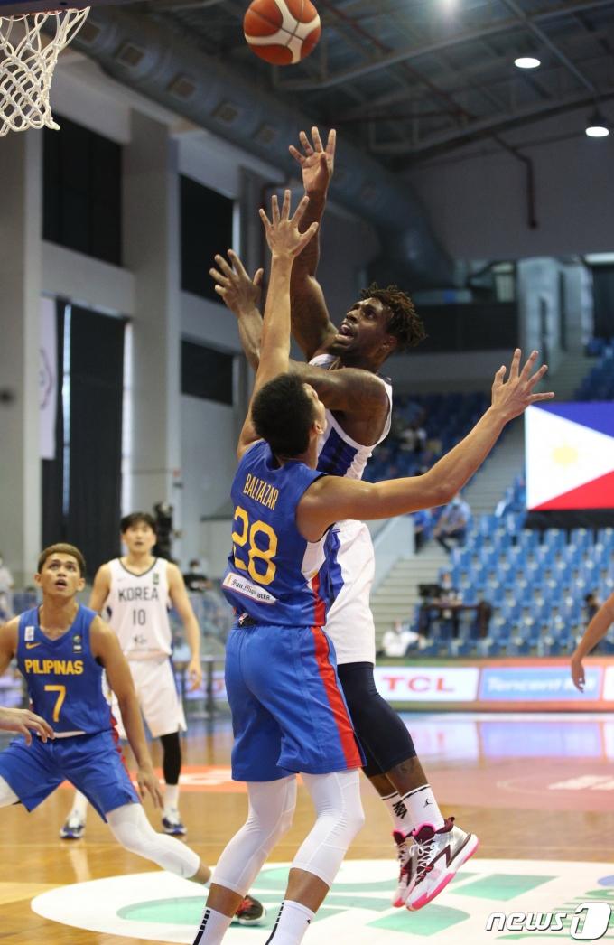 [사진] 2021 FIBA 아시아컵 예선, 슛하는 라건아
