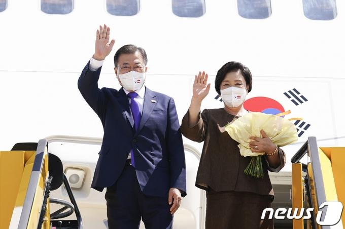 문재인 대통령과 부인 김정숙 여사 (청와대 제공) 2021.6.16/뉴스1