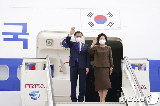 스페인을 국빈 방문한 문재인 대통령과 부인 김정숙 여사. (청와대 제공) 2021.6.16/뉴스1