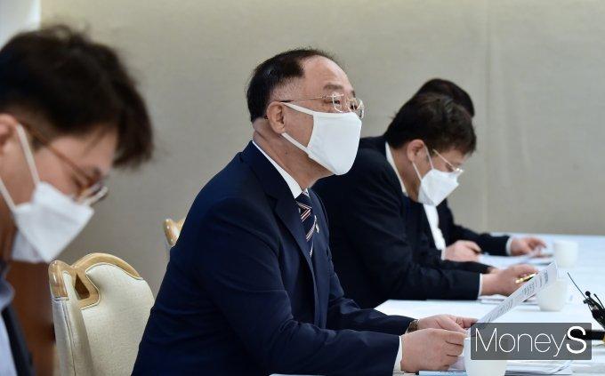 """[머니S포토] 홍남기 """"수도권 과열 지역 연중 집중조사…투기 의심 수사 의뢰할 것"""""""