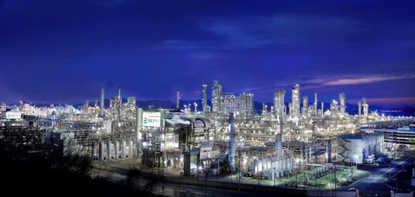 GS칼텍스가 국내 에너지기업 최초 탄소중립 원유를 도입했다. GS칼텍스 여수공장 전경. /사진=GS칼텍스