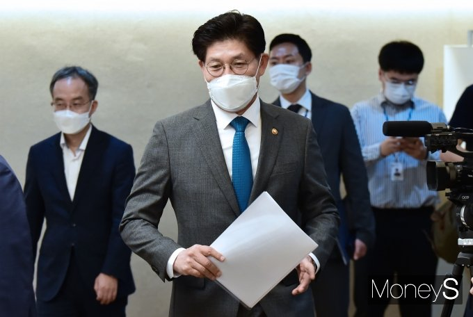 [머니S포토] 제24차 부동산 관계장관회의 참석한 노형욱 국토 장관