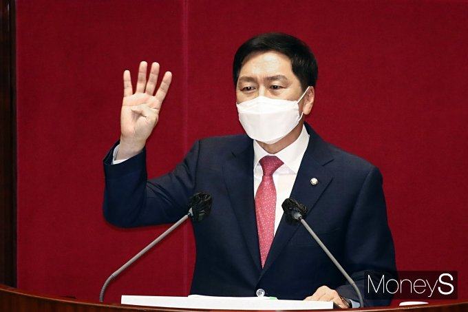 [머니S포토] 文 정부 맹비난 하는 김기현