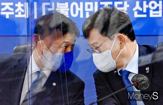 [머니S포토] 광주 건축물 붕괴 대책 당정, 의견 나누는 송영길·김영배