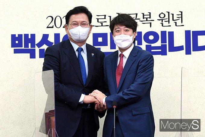 [머니S포토] 송영길 민주당 대표 예방한 이준석 국민의힘 대표