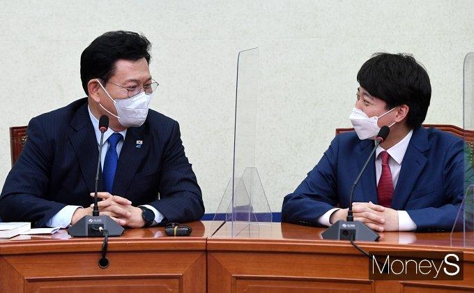 [머니S포토] 송영길·이준석 첫 공식 회동