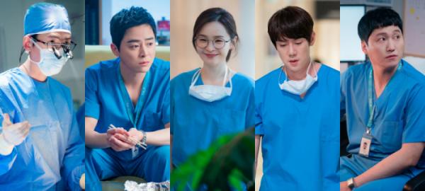 '슬기로운 의사생활2'가 첫방송됐다. 사진은 정경호, 조정석, 전미도, 유연석, 김대명(왼쪽부터). /사진=tvN 제공