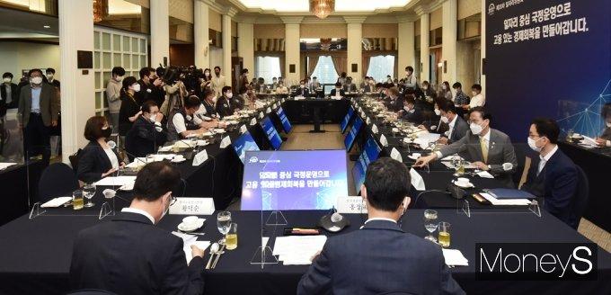 [머니S포토] 제20차 일자리위원회, 정부·노동·재계, 머리 맞대고 논의