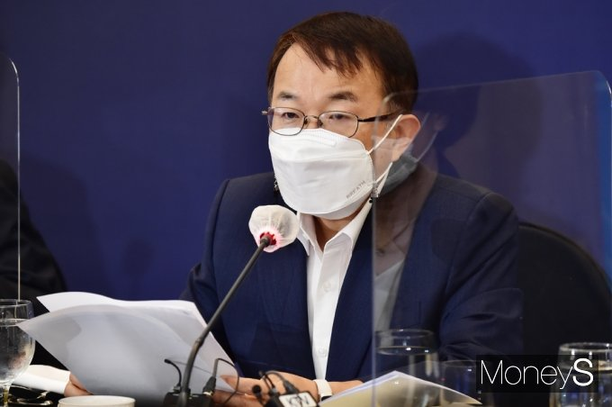[머니S포토] 현 일자리 창출 관련 발언하는 김용기 부위원장