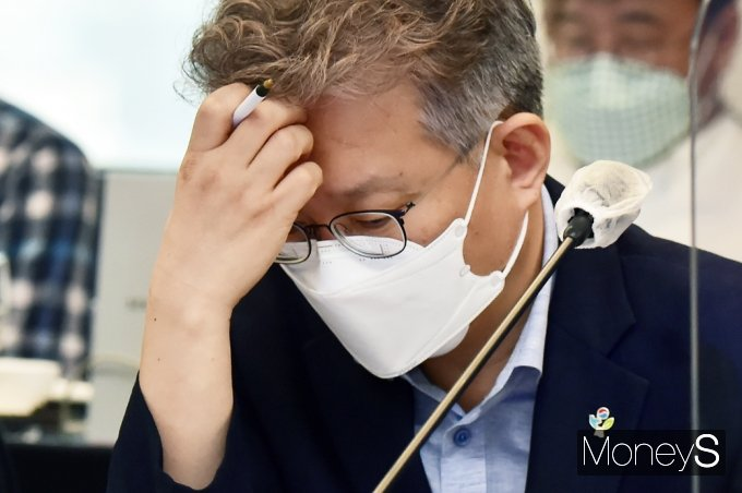 [머니S포토] 제20차 일자리위 고심하는 중기부 '권칠승'