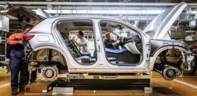 볼보자동차가 스웨덴 철강기업 'SSAB'와 자동차 산업에서 사용할 수 있는 무(無)화석 연료의 고품질 강철 공동 개발에 나선다. /사진제공=볼보자동차