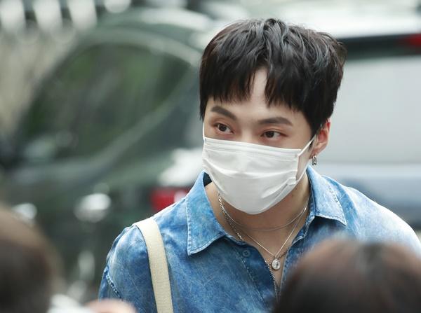 강승윤이 TV 예능 프로그램에 출연해 자신이 가수가 아니면 무당이 될 팔자였다는 얘기를 들었다고 말했다. /사진=뉴스1