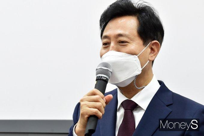 [머니S포토] 격려사 전하는 오세훈 시장