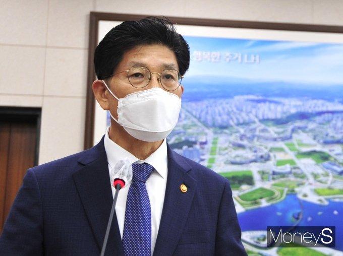 [머니S포토] 국토위 전체회의 참석한 노형욱 장관