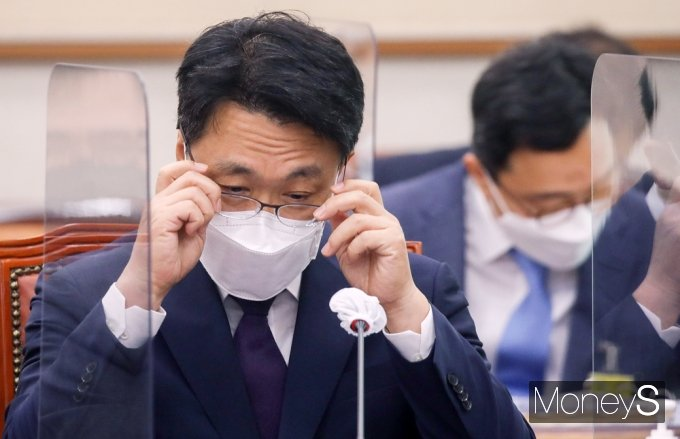 [머니S포토] 국회 법사위 출석한 공수처 '김진욱'