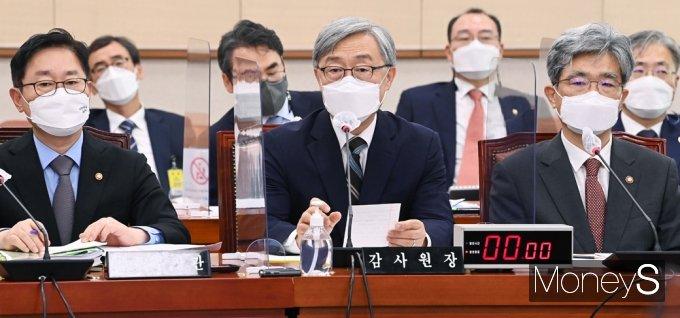 """[머니S포토] 감사원 최재형 """"대선 출마 여부 조만간 생각 정리해 밝힐 것"""""""