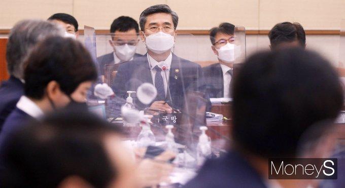 [머니S포토] 질의 답변하는 서욱 국방 장관