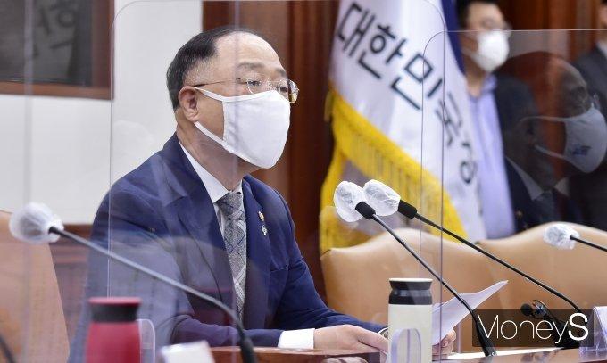 [머니S포토] 제7차 공공기관운영위, 홍남기 부총리의 발언