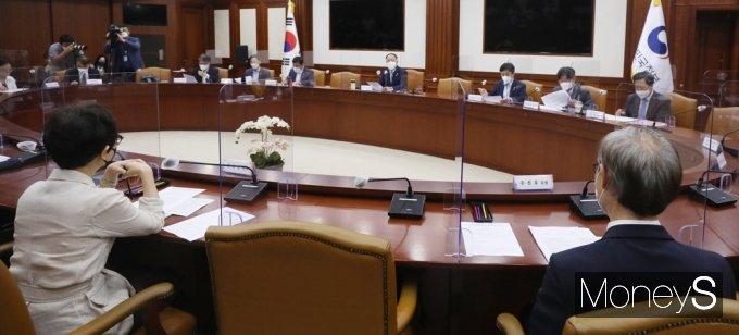 [머니S포토] 제7차 공공기관운영위원회 전체회의