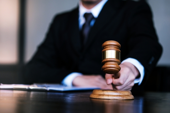 시끄럽다며 자신을 신고했다고 의심해 옆방 거주자를 살해하려 한 혐의로 재판에 넘겨진 50대 남성이 징역 7년을 선고받았다. /사진=이미지투데이