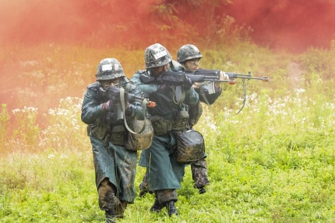 코로나19 백신 접종을 한 병사들이 휴무 없이 경계 근무에 투입됐다는 제보가 올라왔다. 사진은 기사와 무관. /사진=이미지투데이