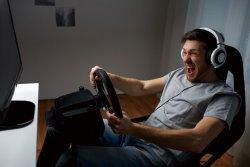 집에서 게임하고 카레이서도 돼볼까? 경주차 대신 '시뮬레이터' 뜬다