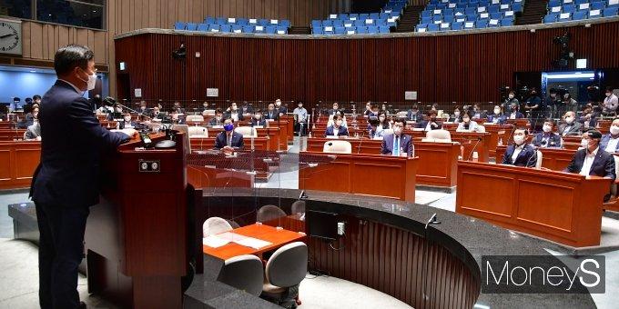 [머니S포토] 더불어민주당 부동산 세제 논의를 위한 정책 의원총회