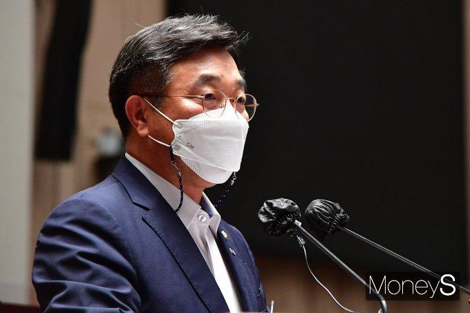 [머니S포토] 민주당 정책 의원총회, 발언하는 윤호중