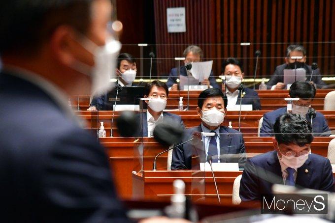 [머니S포토] 윤호중 원내대표 발언 경청하는 김진표 부동산 특위 위원장