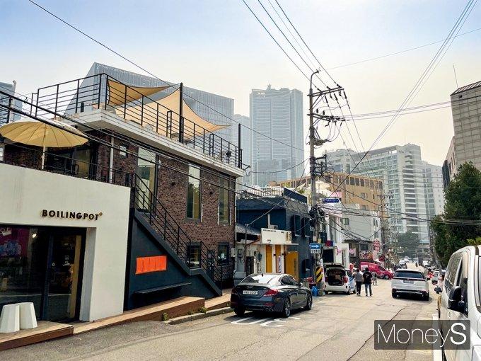 서울 지하철 4·6호선 삼각지역, 4호선 신용산역 인근 상업시설 거리 용리단길 /사진=강수지 기자