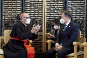 해외 순방마다 성당 찾아 추기경 만난 문 대통령, 교황 방북 재추진?