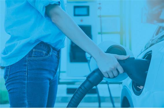 삼성화재 등 손해보험사들이 테슬라코리아와 광고제휴를 맺고 전기차보험 특약 판매 확대에 나선다./사진=이미지투데이
