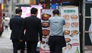 '8인 모임' 가능해질까?… 오늘 오후 새 거리두기 개편안 발표