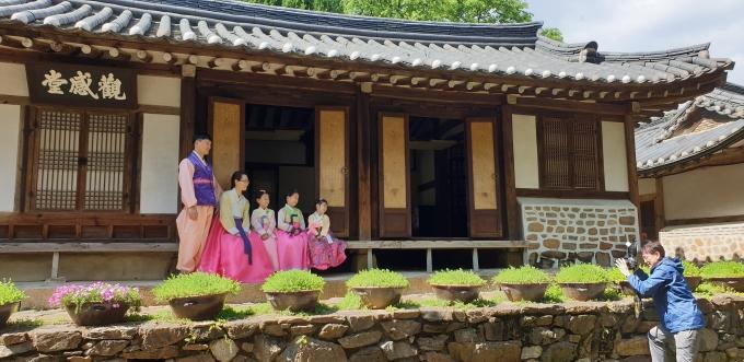 광명시는 6월 28일부터 30일까지 평생학습원 전시실에서 '행복한 가족사진 전시회'를 개최한다. / 사진제공=광명시
